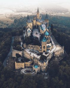 travel destinations germany Hohenzollern Castle, G - traveldestinations Beautiful Castles, Beautiful Buildings, Beautiful World, Beautiful Places, The Places Youll Go, Places To Visit, Germany Castles, Fantasy Landscape, Beautiful Architecture