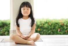 Mindfulness coach Mihaela Berciu shares five tips on how your child should incorporate mindfulness in their daily routine to improve mental wellbeing. Meditation Exercises, Mindfulness Exercises, Meditation Benefits, Mindfulness Meditation, Guided Meditation, Meditation Corner, Meditation Quotes, Meditation Space, Chakra Meditation