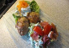 Tzatziki, Tandoori Chicken, Ethnic Recipes, Broccoli Salat, Food, Hamburger Patties, Eten, Meals, Diet