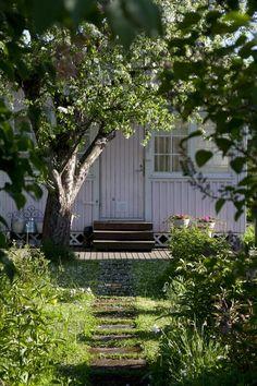 Farmhouse Garden, Garden Cottage, Cozy Cottage, Modern Farmhouse, Home And Garden, Allotment Gardening, Allotment Design, Charming House, Outdoor Spaces