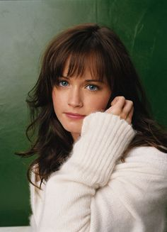 Photo of Rory for fans of Rory Gilmore 19451399 Gilmore Girls, Rory Gilmore Hair, Lisa Kelly, Kelly Lebrock, Alexis Bledel, Celebrity Hairstyles, Girl Hairstyles, Baby Haircut, Selena