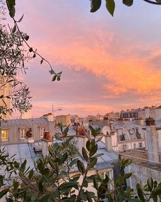 Discovered by ♡🅻🅰🅳🅴🅴_ORCHARD♥︎. Find images and videos about sky, paris and relax on We Heart It - the app to get lost in what you love. Sky Aesthetic, Summer Aesthetic, Travel Aesthetic, Aesthetic Grunge, Aesthetic Vintage, Beautiful World, Beautiful Places, Pink Sunset, Summer Sunset