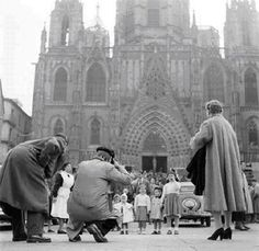 Fotografia de barcelona per francesc català-roca Back In Time, Barcelona Cathedral, The Neighbourhood, Spain, Black And White, Photography, Travel, B W Photos, Old Photography