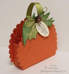 DIY::Sweet little pumpkin treat basket
