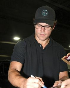 Matt Damon wearing JonJon
