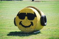 25 Fall Painted Hay Bale Ideas - Southern Made Simple Straw Bales, Hay Bales, Hay Bale Decorations, Fall Decorations, Cherry Festival, Hay Day, Farm Art, Autumn Painting, Kids Zone