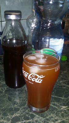 Boros Valéria: Cola szörp Vali módra!!!! Mason Jar Wine Glass, Hurricane Glass, Rum, Recipies, Water Bottle, Drinks, Tableware, Recipes, Drinking