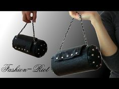 Leather Rock Purse out of a round cardboardbox - Videotutorial step by step Diy Handbag, Diy Purse, Satchel Purse, Clutch Bag, Leather Bag Tutorial, Barrel Bag, Diy Accessories, Sewing Hacks, Crochet