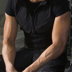 Jeremy Renner arm veins <3