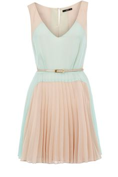 This dress has a pleated skirt and v neckline finished off with a belt to the waist. With a colourblock finish to the body, this is perfect for the pastel trend this season.