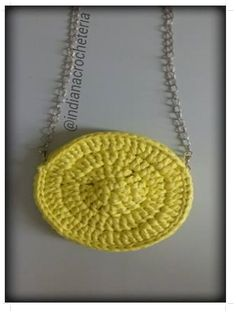 Bolsa estilo boho na cor amarela ! super linda e estilosa combina com qualquer look.  Acabamento perfeito ,bolsa toda forrada zíper aplicado na parte superior da bolsa.  Medidas 18x18  Peça já a sua enviamos para você !