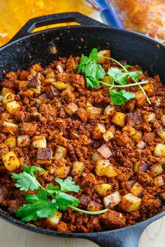 Crispy Fried Chorizo and Potatoes Recipe : Spicy Mexican style chorizo sausage with crispy fried potatoes that are just bursting with flavour! Chorizo Breakfast, Breakfast Recipes, Dinner Recipes, Heathy Breakfast, Breakfast Bites, Chorizo And Potato, Chorizo Sausage, Pork Sausage Recipes, Potato Recipes