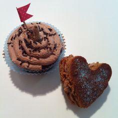Cupcake de Nutella. Con la masa que sobró hice unos corazones rellenos de buttercream de Nutella, ricos ricos