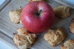 Probiere direkt mein neues Rezept für die fluffigen, leckeren Apfelwölkchen aus. Zuckerfreie kleine Wölckchen mit süßem Apfel.