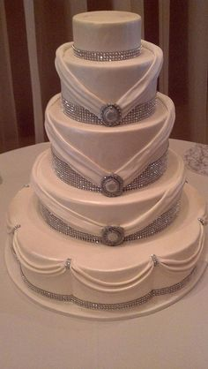 Rhinestone wedding cake - My wedding ideas