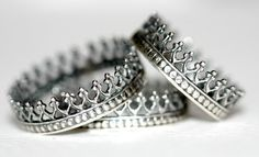 A Father gives his daughter this ring for her 16th birthday to wear on her left ring finger--to remind her that she will always be HIS little Princess first-- and to remind her to only date boys who will treat her like a Queen--the way her Father sees her....adorable.