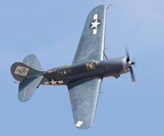 CURTISS SB2C HELLDIVER (ETATS UNIS) Un Curtiss Helldiver en vol Avant propos  L'avion, cette drôle de machine volante ne tarde pas à trouver une application mil
