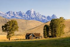1. Wyoming | Wyoming jumps two places from last year to take the top spot in our study of best places for an early retirement. This state offers an effective tax rate of 0% on retirement income and has the third-lowest non-housing cost of living. To go with the relatively cheap living costs, Wyoming also has 73 arts, entertainment and recreation establishments per 100,000 people. That score ranks fifth in thatmetric. What hurt Wyoming (although not enough to prevent it from snaggingfirst…