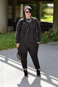 Curvy Claudia: Black is Beautiful