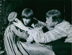 Leonard Whiting is an English actor who is best known for his role as Romeo in the 1968 Zeffirelli film version of Romeo and Juliet opposite Olivia Hussey's Juliet, a role which earned him the Golden Globe Award for New Star of the Year - Actor. | eBay!