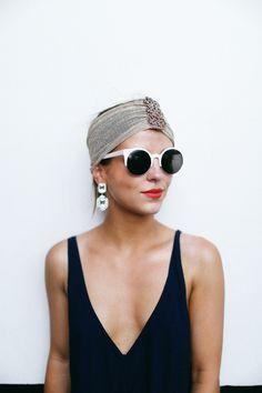 Lunettes de soleil fashion - rouge à lèvres et turban. Le bon look estival Plus