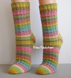 Free pattern ideal for self striping yarns and suitable for men and women. Sock construction knowledge essential though. deutsch socken Harmonie pattern by Nicole Krenn Baby Knitting Patterns, Knitting Designs, Knitting Patterns Free, Crochet Patterns, Free Pattern, Crochet Baby Socks, Crochet Toys, Sport Weight Yarn, Patterned Socks