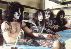Eric Carr Forever is a fan site dedicated to the KISS drummer Eric Carr (aka The Fox). Kiss Rock Bands, Kiss Band, Kiss Images, Kiss Pictures, Paul Stanley, Eric Singer, Baby Band, Kiss Members, Vinnie Vincent