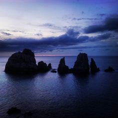 Recuerdos de un #atardecer en #Liencres, #Cantabria. #Spain. #acantilados, #mar, #nubes y #olé.