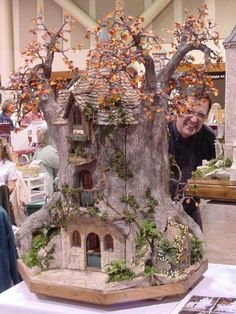 Fairy House from an old tree stump Fairy Garden Houses, Gnome Garden, Garden Art, Fairies Garden, Fairy Tree Houses, Fairy Village, Christmas Tree Inspiration, Fairy Furniture, Gnome House