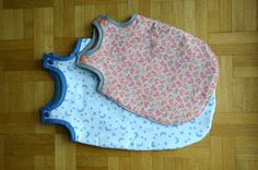 Au dodo les poupons (sleeping bag for doll with pattern) - Alice Balice - sewing and DIY creative hobbies - - Sewing For Kids, Baby Sewing, Diy For Kids, Fabric Sewing, Sewing Patterns Free, Free Sewing, Maxi Dress Tutorials, Fleece Hats, Girl Dress Patterns