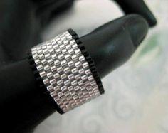 Peyote Ring / Beaded Ring / Black and Silver Ring / Seed Bead Ring / Custom Ring / Beaded Band / Size 13 Seed Bead Jewelry, Seed Beads, Beaded Jewelry, Bohemian Jewelry, Bronze Ring, Silver Ring, Beaded Rings, Bracelets, Peyote Patterns