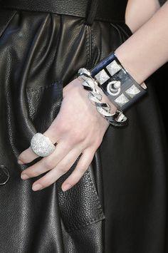 Hermes Cadeaux Bijoux, Bijoux Femme, Bijoux Tendance, Bracelets Tendance,  Maison Hermes, ee667a4a9bb