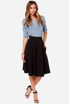 I love the outfit - Chambray shirt + black midi skirt Black Skirt Outfits, Black Midi Skirt, Modest Outfits, Cool Outfits, Casual Outfits, Black Skirts, Black A Line Skirt, Classy Outfits, Work Fashion