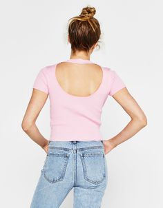 Jersey manga corta cuello choker espalda. Descubre ésta y muchas otras prendas en Bershka con nuevos productos cada semana