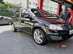 Renault Logan preto com rodas esportivas aro 17