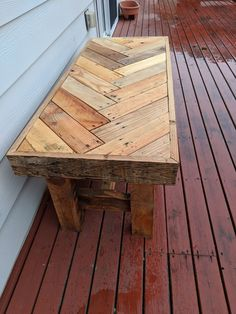 Reclaimed Pallet Wood Herringbone Outdoor Bench: 11 Steps (with Pictures) wood projects projects diy projects for beginners projects ideas projects plans Pallet Furniture Designs, Pallet Garden Furniture, Outdoor Furniture Plans, Wooden Pallet Projects, Pallet Ideas, Furniture Ideas, Furniture Repair, Furniture From Pallets, Outdoor Wood Projects
