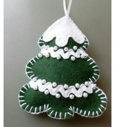 Felt crafts christmas - 39 Brilliant Ideas How to Use Felt Ornaments for Christmas Tree Decoration – Felt crafts christmas Felt Christmas Decorations, Christmas Ornaments To Make, Christmas Sewing, Felt Ornaments, Homemade Christmas, Christmas Projects, Holiday Crafts, Christmas Holidays, Felt Christmas Trees