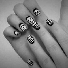 Skull Nail Art discovered by thaysa lopes on We Heart It Pedicure Nail Designs, Pedicure Nails, Cool Nail Designs, Fun Nails, Nice Nails, Skull Nail Art, Skull Nails, Halloween Nail Designs, Halloween Nails