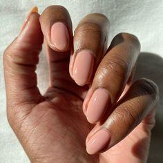 Acrylic Nails Nude, Natural Acrylic Nails, Natural Color Nails, Natural Almond Nails, Short Natural Nails, Natural Looking Nails, Natural French Manicure, Natural Nail Shapes, One Color Nails