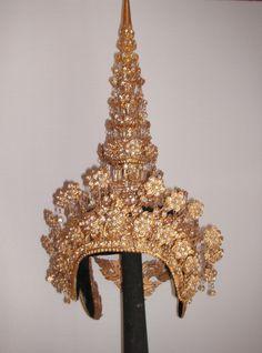 Traditional Thai-dancer's headdress 'Chadok'. photo_inka
