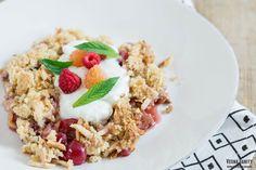 Cherry and Almond Crumble | vespresso