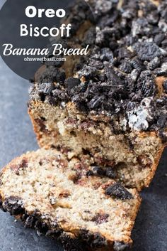 This Oreo Biscoff Banana Bread is the best recipe next to the actual oreo cookie recipe. And the secret is in the oreo biscoff Dessert Oreo, Oreo Desserts, Delicious Desserts, Dessert Recipes, Yummy Food, Oreo Cake, Dessert Food, Sweet Desserts, Fun Food