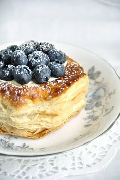 Lemon Blueberry Puff Pastry Tarts. Under the blueberries is a scoop of fresh lemon whipped cream and it is all topped of with a nice dusting of icing sugar.