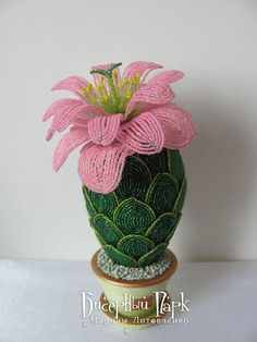 Beading: Cactus of beads. Seed Bead Flowers, French Beaded Flowers, Victorian Flowers, Diy Flowers, Crochet Flowers, Art Perle, Egg Art, Beads And Wire, Bead Weaving