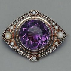 Victorian Brooch / Amethyst and natural pearls. Purple Jewelry, Amethyst Jewelry, Jewelry Accessories, Victorian Jewelry, Antique Jewelry, Vintage Jewelry, Bijoux Art Nouveau, Antique Brooches, Pearl Brooch