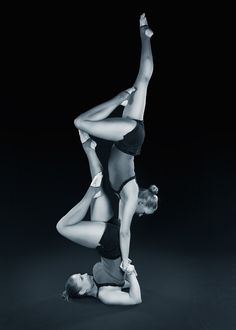 Duo Saras. Acrobatics, pair acrobatics, acro, handstand, black and white. Picture: Kimmon Galleria www.facebook.com/DuoSaras