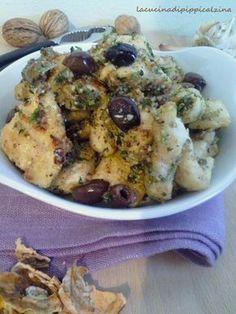 Pollo alle noci e olive taggiasche avvolto da una cremina buonissima. modo davvero saporito di servire il pollo con pochi ingredienti..ottimo anche scaldato