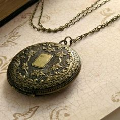 A 20s inspired locket.