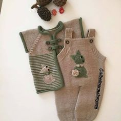 Super Knitting Baby Romper Hats Ideas K Baby - Diy Crafts - maallure Baby Sweater Knitting Pattern, Baby Boy Knitting, Knit Baby Sweaters, Knitted Baby Clothes, Knitting For Kids, Knitting Socks, Sweater Knitting Patterns, Knitted Hats, Baby Dress