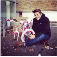 Jack building a Hello Kitty bike. Finn Harries, I Go Crazy, Going Crazy, Hello Kitty Bike, Marcus Butler, Jack Finn, Sam Pottorff, British Youtubers, Ricky Dillon